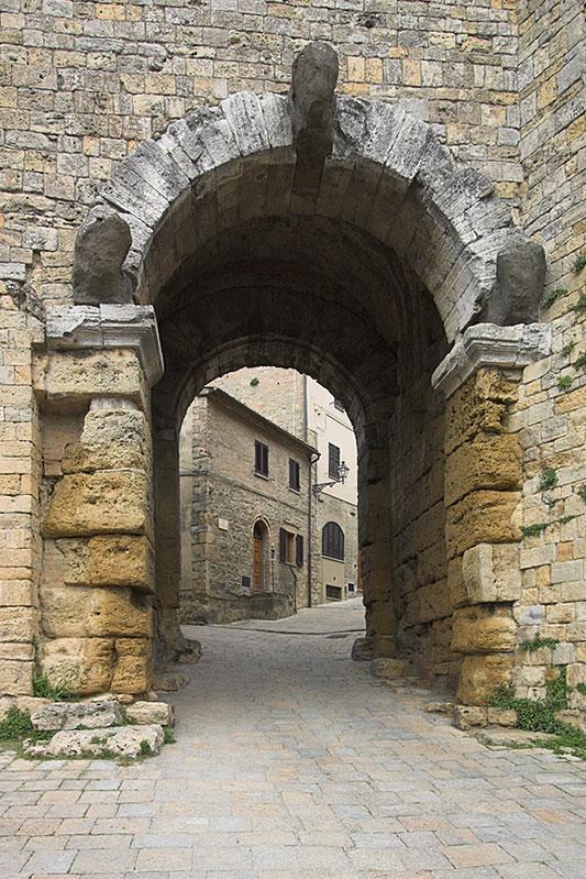 Secondo la dottrina dei sacerdoti aruspici una citt per - Porte con arco ...