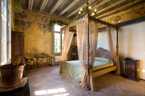 Col secolo dodicesimo aumentando il lusso - Descrizione di una camera da letto ...